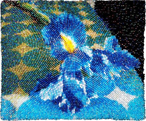 Amy Clarke Moore создает картины из бисера.  Трудно себе представить, что ее работы сотканы из мельчайших.