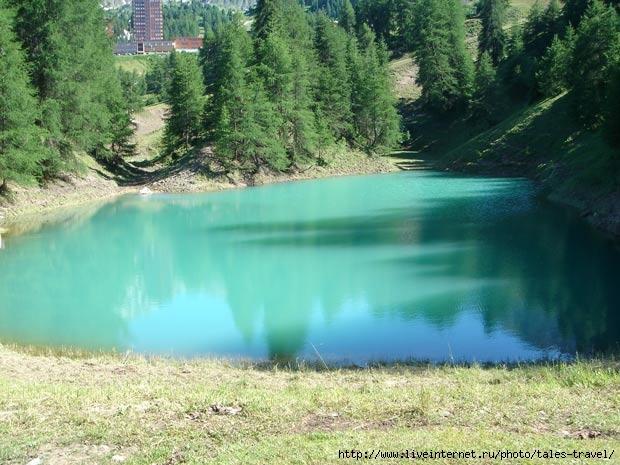 Лазурное озеро в Альпах