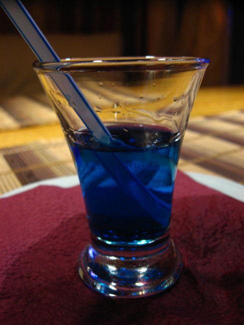 чем дальше в день, тем синее напитки.