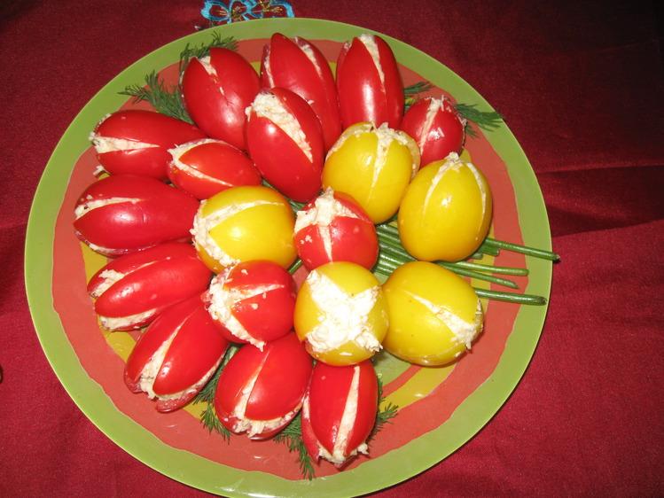 тюльпаны из помидоров