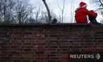 Посмотреть все фотографии серии Санта-Клаусы покоряют МиР