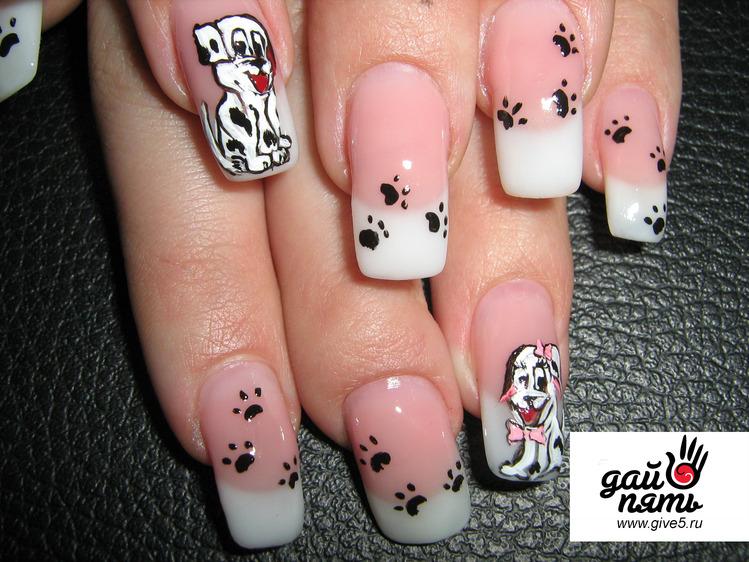 роспись ногтей красками.
