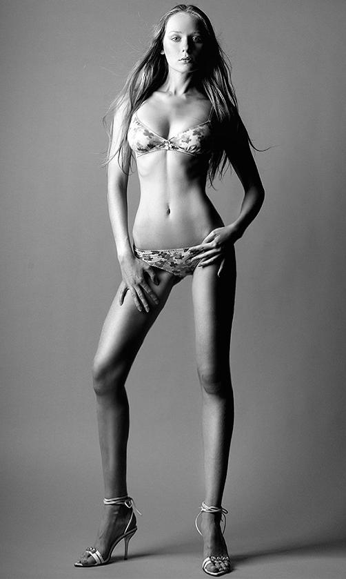 SAAMKA Сегодня 0210 Lesnoi_Putan девушки-модели на вешалки смахивают