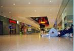 [+] Увеличить - В Берлинском вокзале так чисто, что можно спать на полу