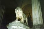 [+] Увеличить - Львы у входа во дворец... Смотрите, какой красавец!