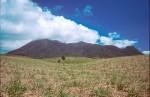 На втором месте - вулкан Маунт-Лиамуига, который находится на Сен-Китсе. Во время экскурсии по нему туристы проедут сквозь бамбуковые заросли и искупаются в вулканическом озере