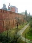 Красное здание - Потешный дворец расположен у западной кремлевской стены между Комендантской и Троицкой башнями. Здание было построено в 1651г. как жилые палаты боярина И.Д.Милославского - тестя царя Алексея Михайловича. Сейчас они являются единственным,