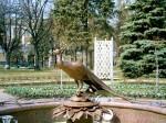 Фонтан с фигурой павлина в порке Кремля.