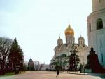 Благовещенский собор, стена Колокольни Ивана Великого. На дальнем плане через реку Москва с этой точки виден Петр 1 (Зураб Церетели).