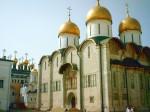 Угол Грановитой палаты, Золотая Царицына палата и Успенский собор. Золотая Царицына палата входит в состав дворцового комплекса, возведенного в Кремле в конце XV – середине XIX веков. Она расположена с восточной стороны Мастерских палат, построенных в сер