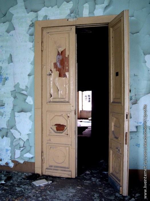 3.Массивные двери...