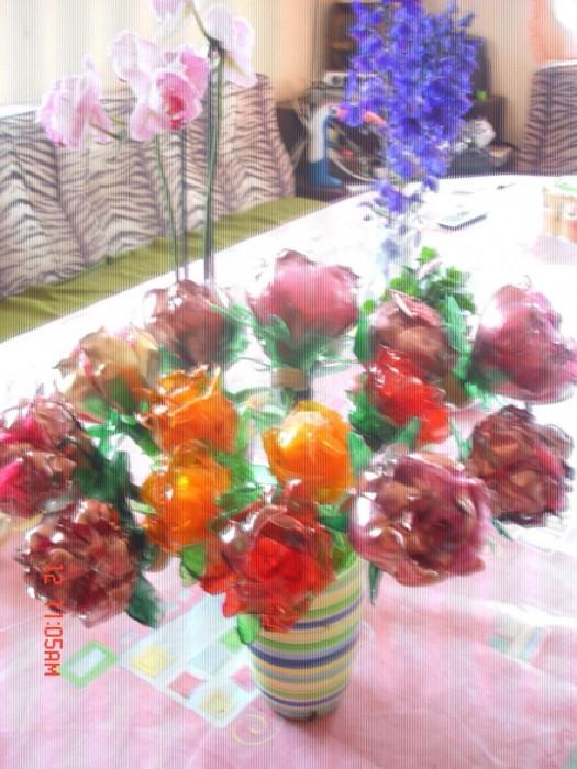 Букет роз из пластиковых бутылок