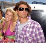 """У Китти есть бой-френд - чемпион Южной Африки по серфингу 21-летний Джаспер Иэйлс. `Как знать, быть может, и я в конечном итоге выйду замуж за англичанина. Но не за скучного человека`. Как Чарльз? - в скобках спрашивает """"La Repubblica""""."""