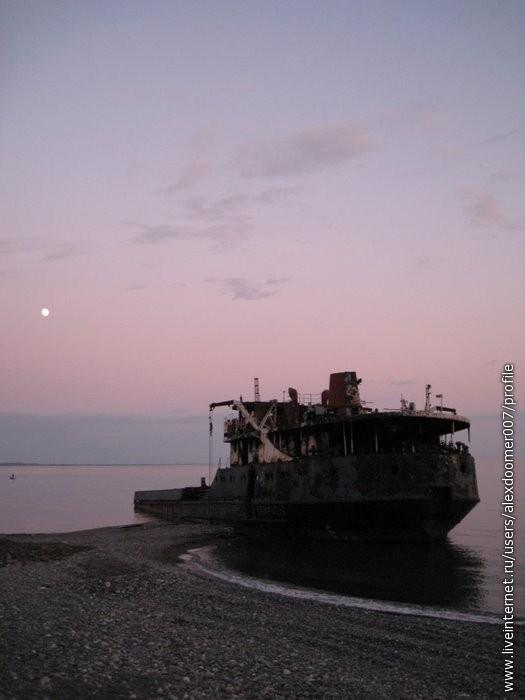 1.Турецкое судно, прибитое волнами к берегу.