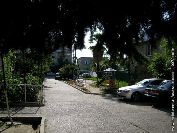 7.Типичный адлерский дворик