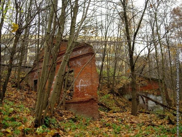 8.Руины у больницы