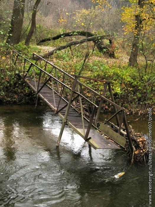 9.Бывший пешеходный мост для перехода реки