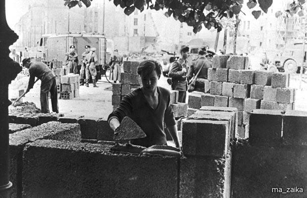 Строительство Берлинской стены, 1961 год.