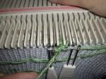 4. провязать 3 ряда выдвигая иглы вручную, без каретки
