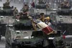 Танки. День взятия Бастилии в Париже, Франция, 14 юля 2010 года.