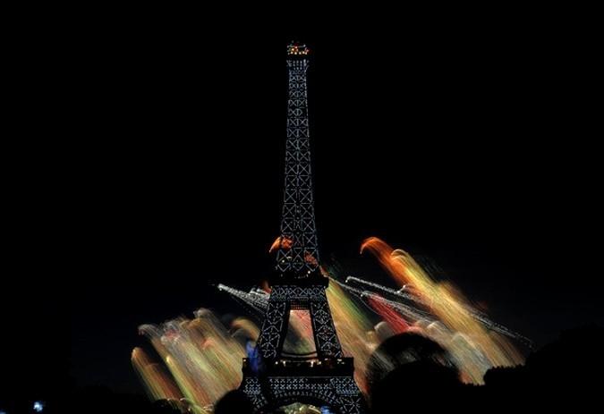 Эйфелева башня. День взятия Бастилии в Париже, Франция, 14 юля 2010 года.