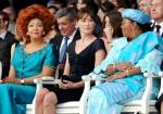 Первые леди Камеруна Шанталь Бийя, Франции Карла Бруни-Саркози и Мали Лоббо Траоре. День взятия Бастилии в Париже, Франция, 14 юля 2010 года.