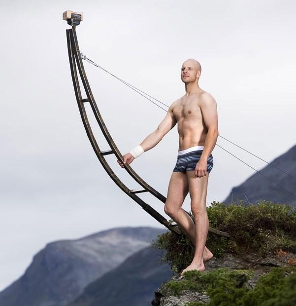 Норвежец Эскиль Ронингсбаккен зарабатывает на собственном вестибулярном аппарате.