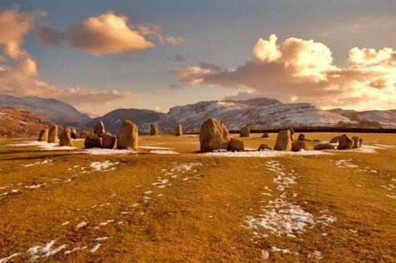 Каслригг, Кесвик, Озёрный край. И хоть эти камни уступают своим величием Стоунхенджу, но вот уже тысячелетия подряд здесь проходят религиозные обряды и церемонии. Вулканические камни являются одним из достопримечательностей страны.