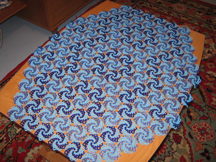 Как сделать салфетки из бисера своими руками.  Обычно элемент плетется двумя, не обязательно, контрастными цветами...