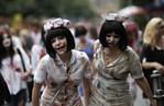 [+] Увеличить - зомби-парад во франкфурте 1
