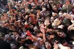 [+] Увеличить - зомби-парад во франкфурте 2