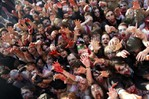 [+] Увеличить - зомби-парад во франкфурте 4