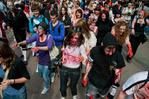 [+] Увеличить - зомби-парад в москве 1