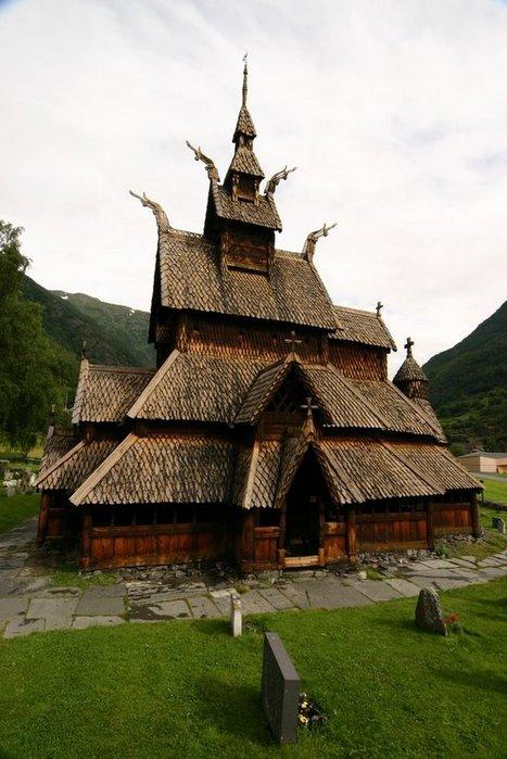 Казалось бы, что может быть необычного в церкви.  И все же, всегда...  Церковь Lærdal, Норвегия.