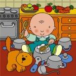 малыш играет на кухне