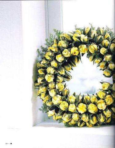 Выкройки для капроновых цветов можно взять из раздела Декоративные цветы...