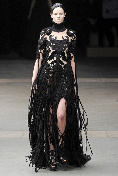 Неделя моды в Париже: Alexander McQueen Fall 2011 (35 фото)