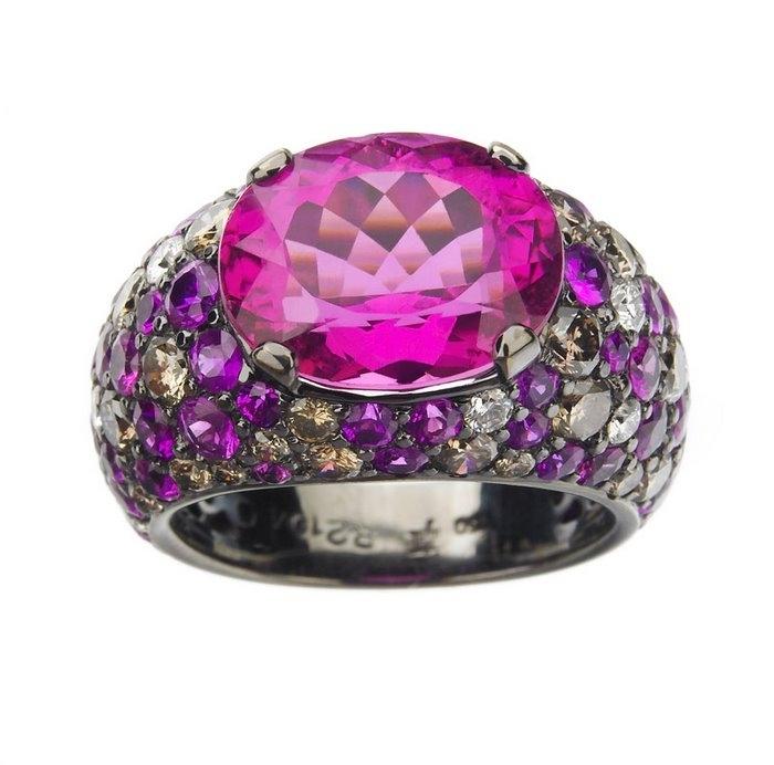 men likes jewelry