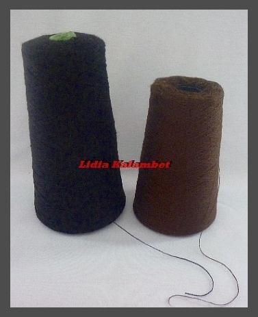 Я использую вот такую пряжу, которая продаётся на рынках для машинного вязания. Мне понадобился тёмный цвет волос, но делать можно любые.