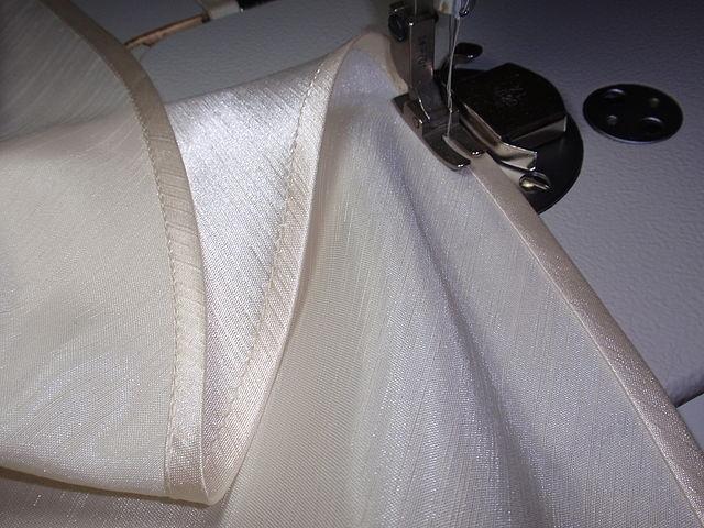 Как обработать низ юбки косой бейкой