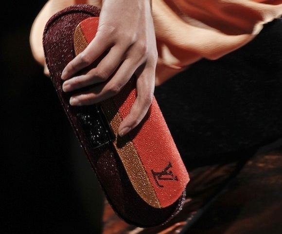 Marc Jacobs' Louis Vuitton Spring 2011 коллекция сумок - 43.