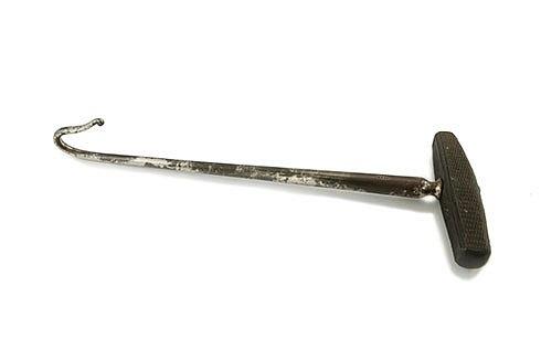 Разрушающий Крюк Этот инструмент искривлен, чтобы обхватить шею ребенка.