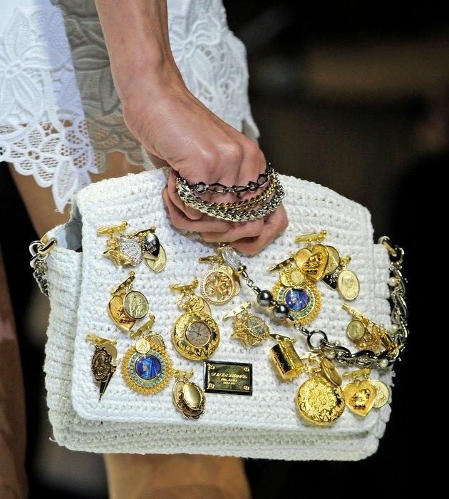 Вязаные сумки как всегда на пике популярности.  Подборка модных.