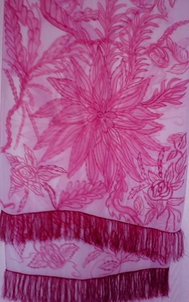 А чтобы нарисовать вот этот шарф, я стояла у «станка» 6 часов