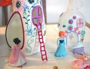 По-моему, это самый простой и волшебный кукольный домик из всех представленных)).
