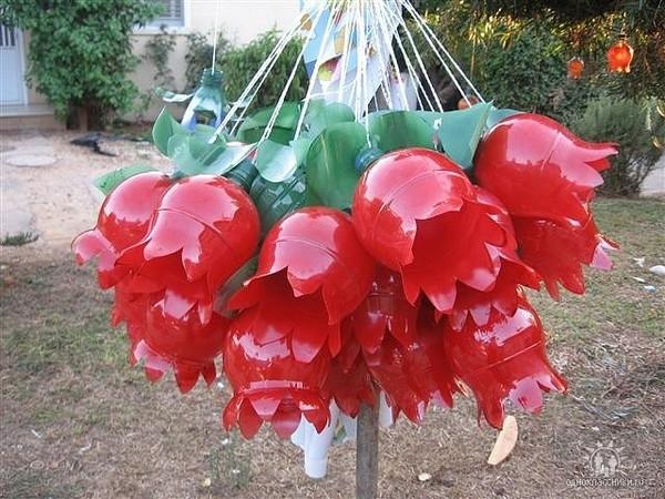 Из пластиковых бутылок для сада и огорода своими руками с фото