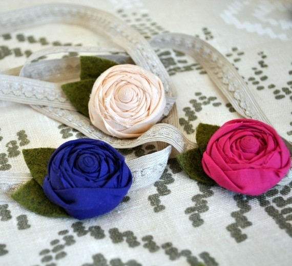 crafty jewelry: jewelry made of roses.
