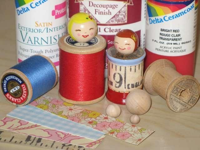 Для работы понадобятся деревянные катушки, деревянные  шарики, акриловые художественные краски и при желании немного декупажа для антуража.