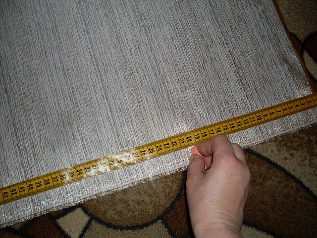Теперь размечаем складку начиная от широкого края хвоста-20-6-20-6-20-6.... 20-это сама складка, а 6 -это расстояние между складками.