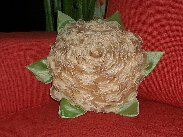 craft home decor: rose pillow tutorial